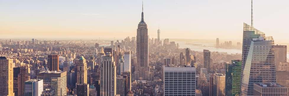 Blick auf das Empire State Building in der Skyline von New York